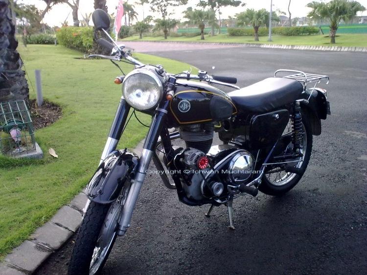 jual motor tua antik AJS 1956